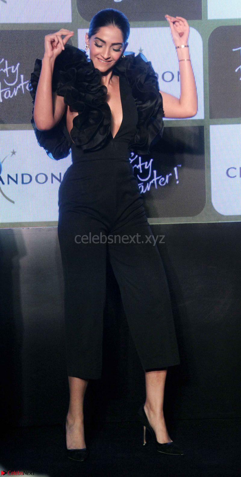 Sonam kapoor black dress