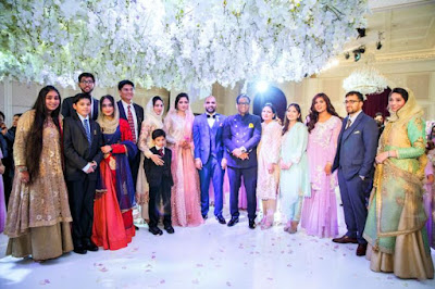 Farooqui-and-Mulk-family-with-bride-and-groom
