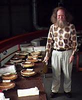 Larry Shaw, penyelenggara pertama peringatan Hari Pi di Exploratorium, San Francisco