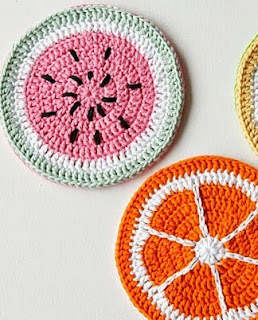 http://translate.google.es/translate?hl=es&sl=en&u=http://crafts.tutsplus.com/tutorials/how-to-crochet-tutti-frutti-potholders--craft-16924&prev=search