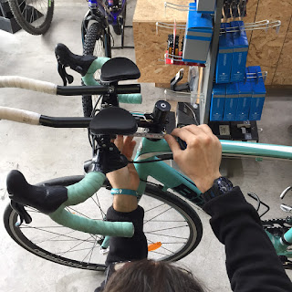 Measuring the handlebar of the bianchi