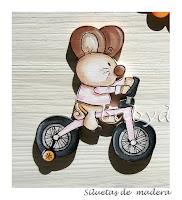 silueta infantil madera ratoncito en triciclo babydelicatessen