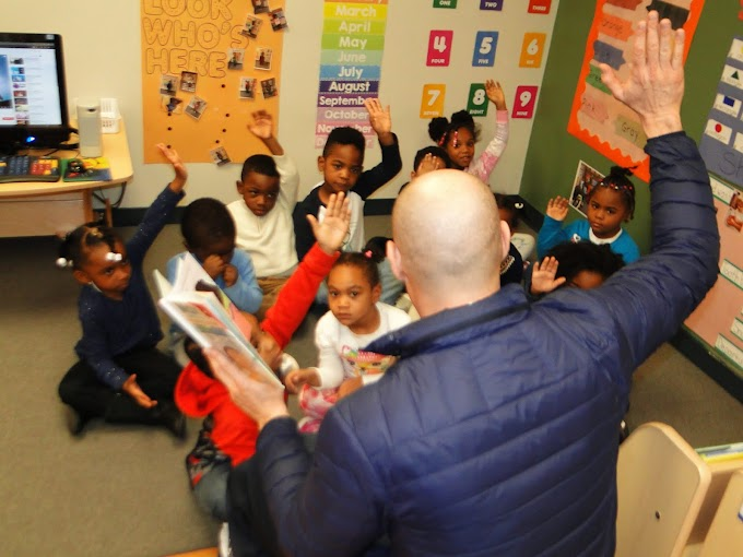 Councilman Greg Landsman visits Head Start for National Reading Month