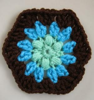http://translate.googleusercontent.com/translate_c?depth=1&hl=es&rurl=translate.google.es&sl=en&tl=es&u=http://speckless.wordpress.com/2010/11/22/free-crochet-pattern-puff-flower-hexagon-half-hex/&usg=ALkJrhhEy8NMwo0NIhdIJJaddmLHS9c7MQ