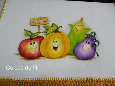 legumes alegres pintados em pano de copa com barra de croche