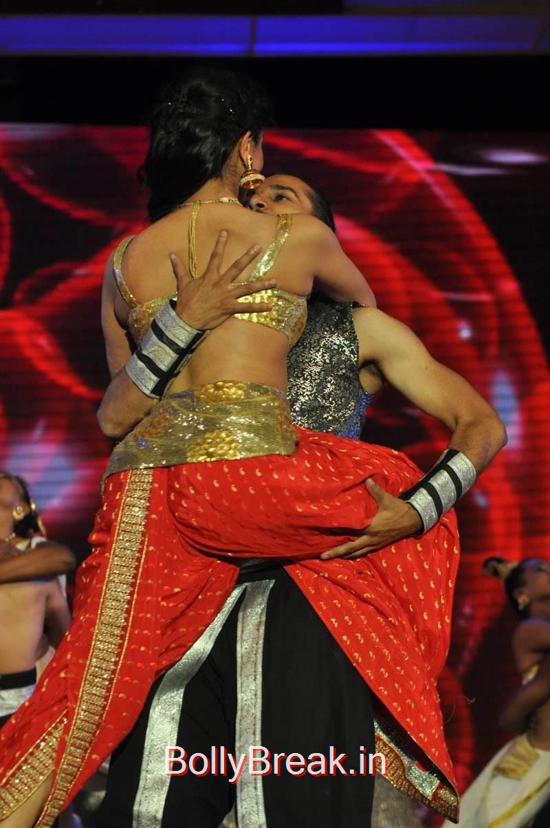 Tollywood Actress Pooja Kumar, Actress Pooja Kumar Hot Dancing Pics at  Uttama Villain Movie Aduio Launch