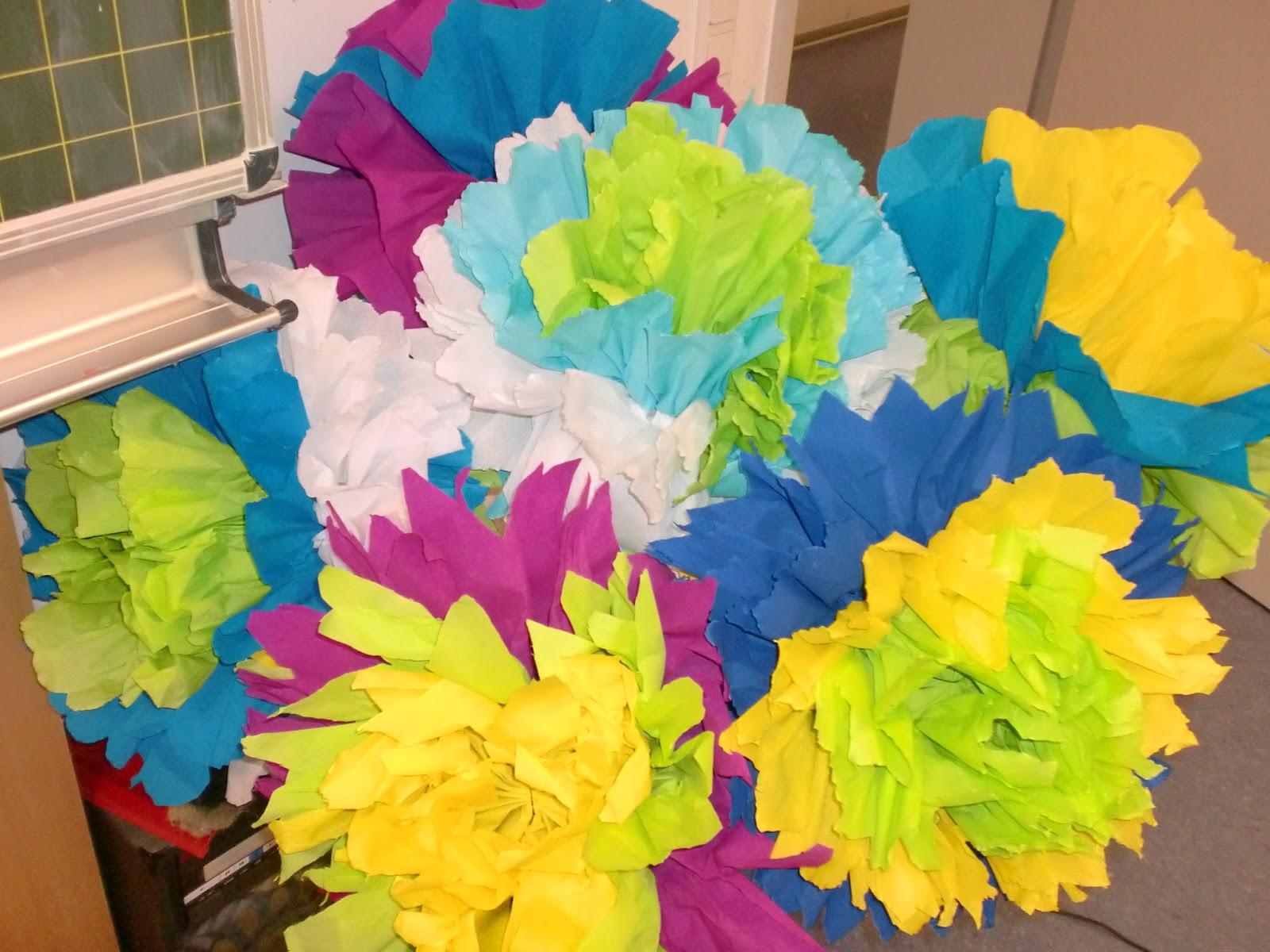 Blumen Aus Krepp 12 Riesige Krepp Papierblumen Hochzeit Wand