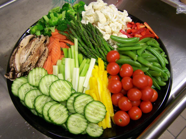 Good Raw Foods With Fruit Salad