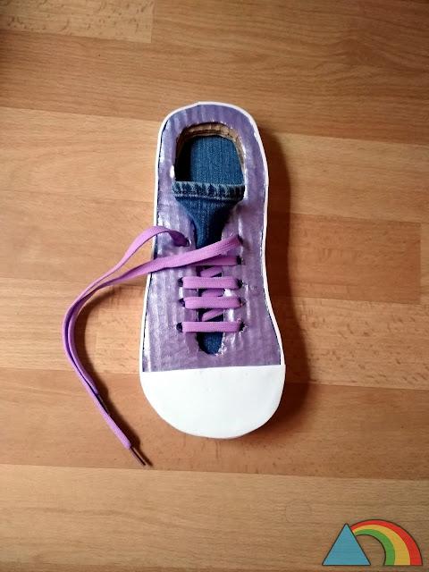 Zapato de cartón DIY para aprender a atarse los cordones