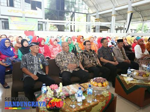 Halalbihalal Disdik Bandung di Padepokan Mayang Sunda