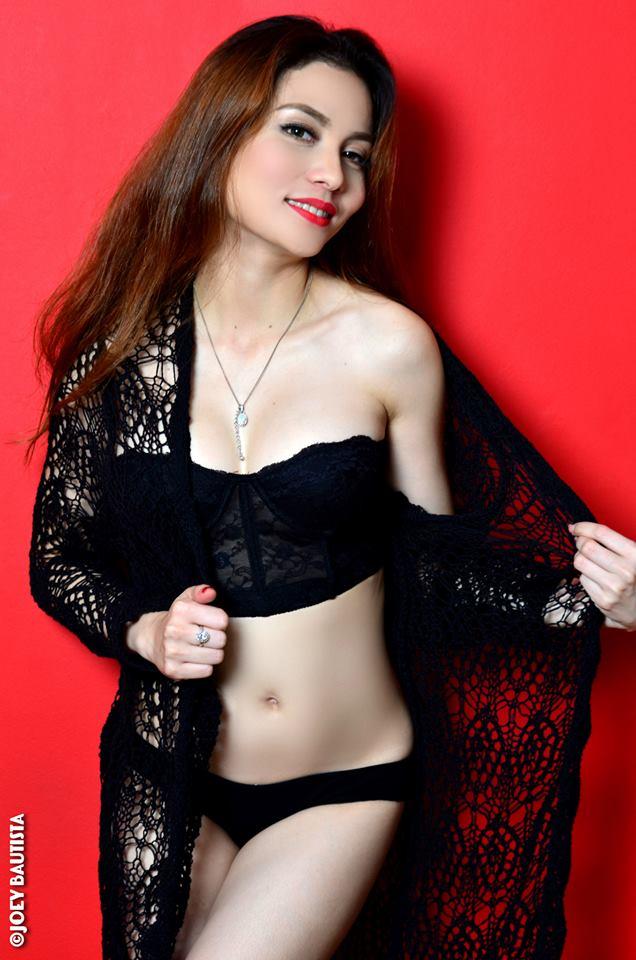 mimi casil hot bikini pics 01