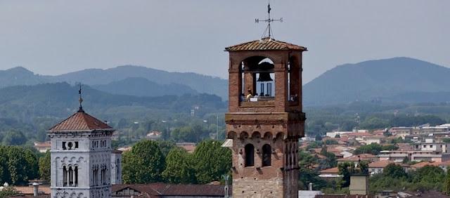 Topo da Torre delle Ore em Lucca