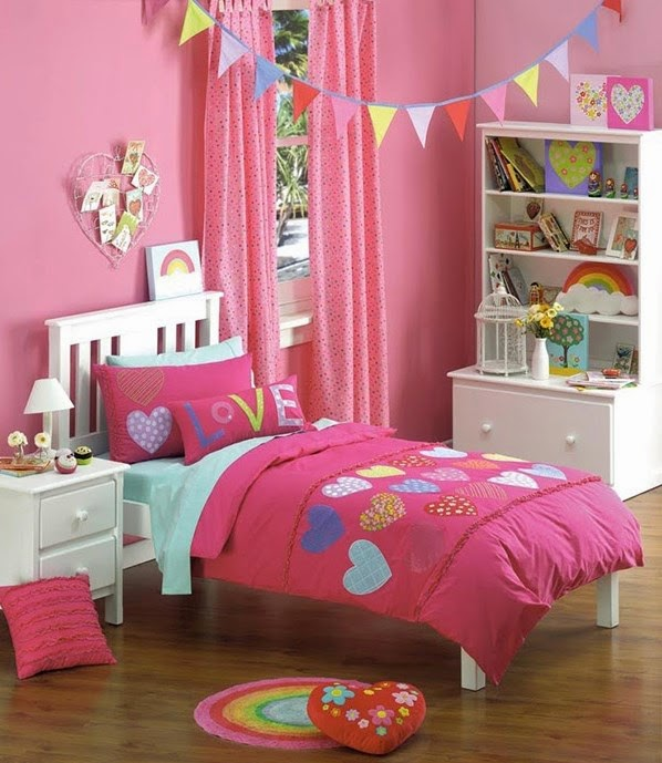 dormitorio decorado con corazones
