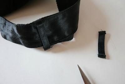 Descoser trabillas laterales del pantalón