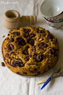 (Ciasto czekoladowo-orzechowe ze śliwkami
