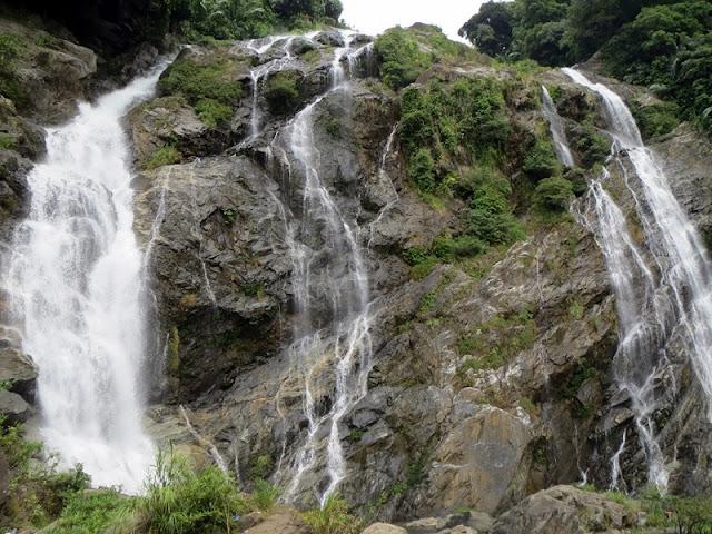 Exploring beautiful waterfalls in Quang Ngai 3