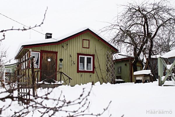Siirtolapuutarhamökki Villa Amanda talvella