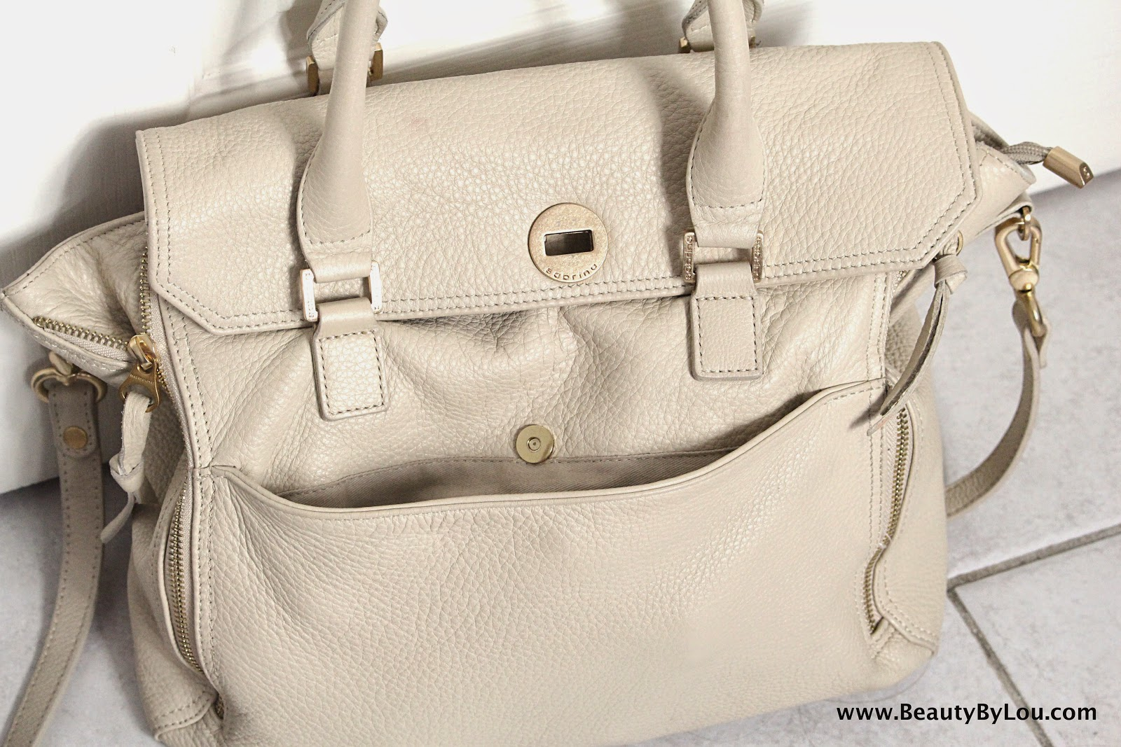 http://www.beautybylou.com/2014/10/tag-whats-in-my-bag.html