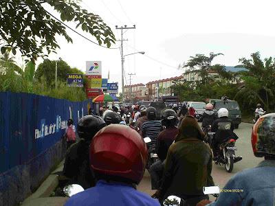 antri BBM di Banjarmasin