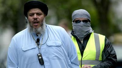 حكاية أبو حمزة المصرى من نوادى التعرى إلى الإرهاب