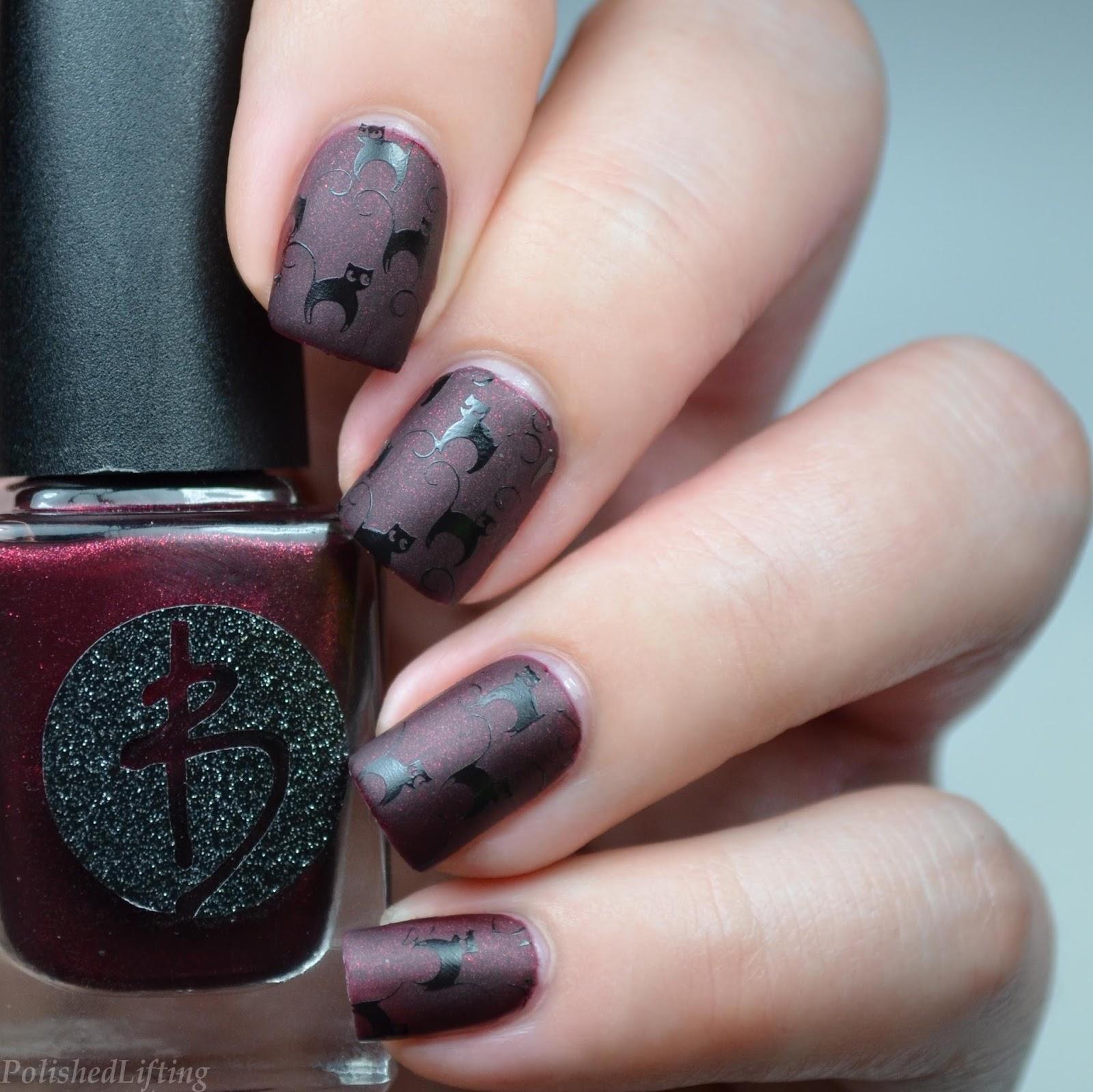 Polished Lifting: 16 Halloween Nail Art Ideas