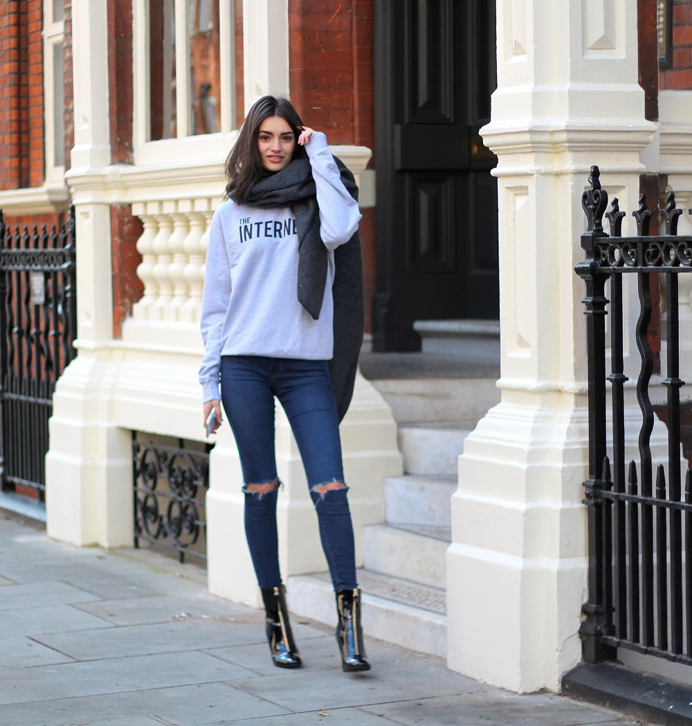 the internet slogan tee worn by peexo fashion blogger