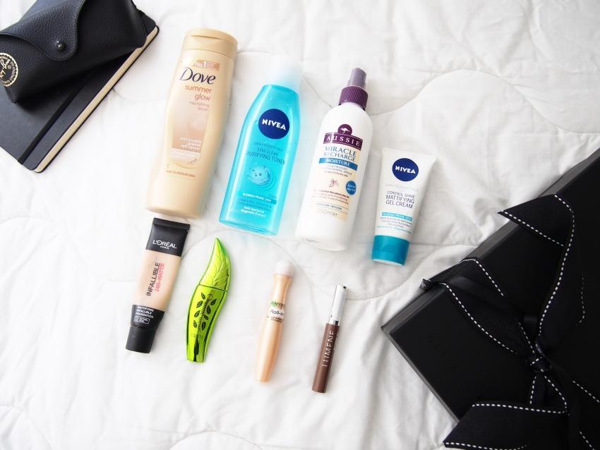 beauty-flatlay-makeup-skincare