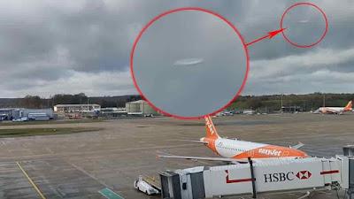 Imagen de un ovni captado sobre el aeropuerto de Gatwick