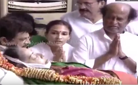 Actor Rajinikanth Pays his last respects to Jayalalithaa along with his Family