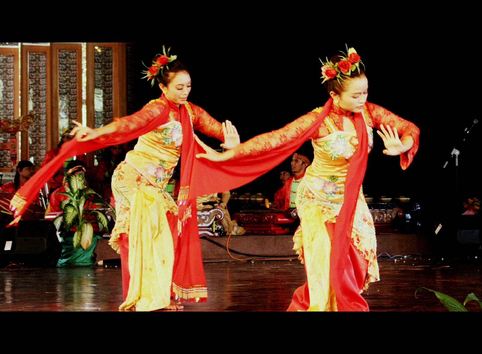 Tari Jaipong Tarian Tradisional Dari Jawa Barat Negeriku Indonesia
