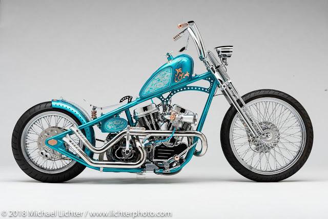 Cosmic Dust, moto personalizada (custom bike) estilo bobber, com grandes rodas