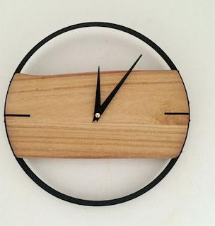 Jam dinding ruang tamu minimalis dari kayu