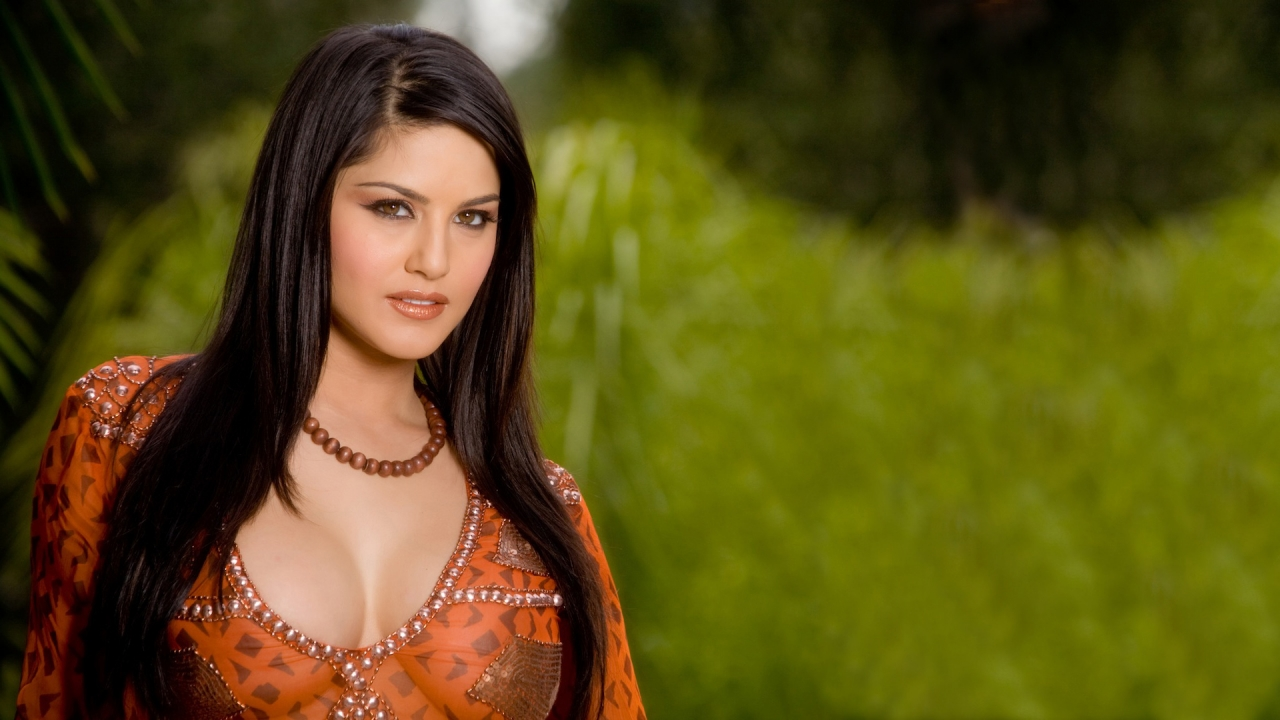 Sunny Leone Full Hot Cleavage Show Hd Wallpapers  Hot -8602
