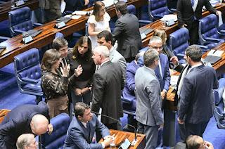 Senadores cobram Jair Bolsonaro sobre texto contra o Congresso