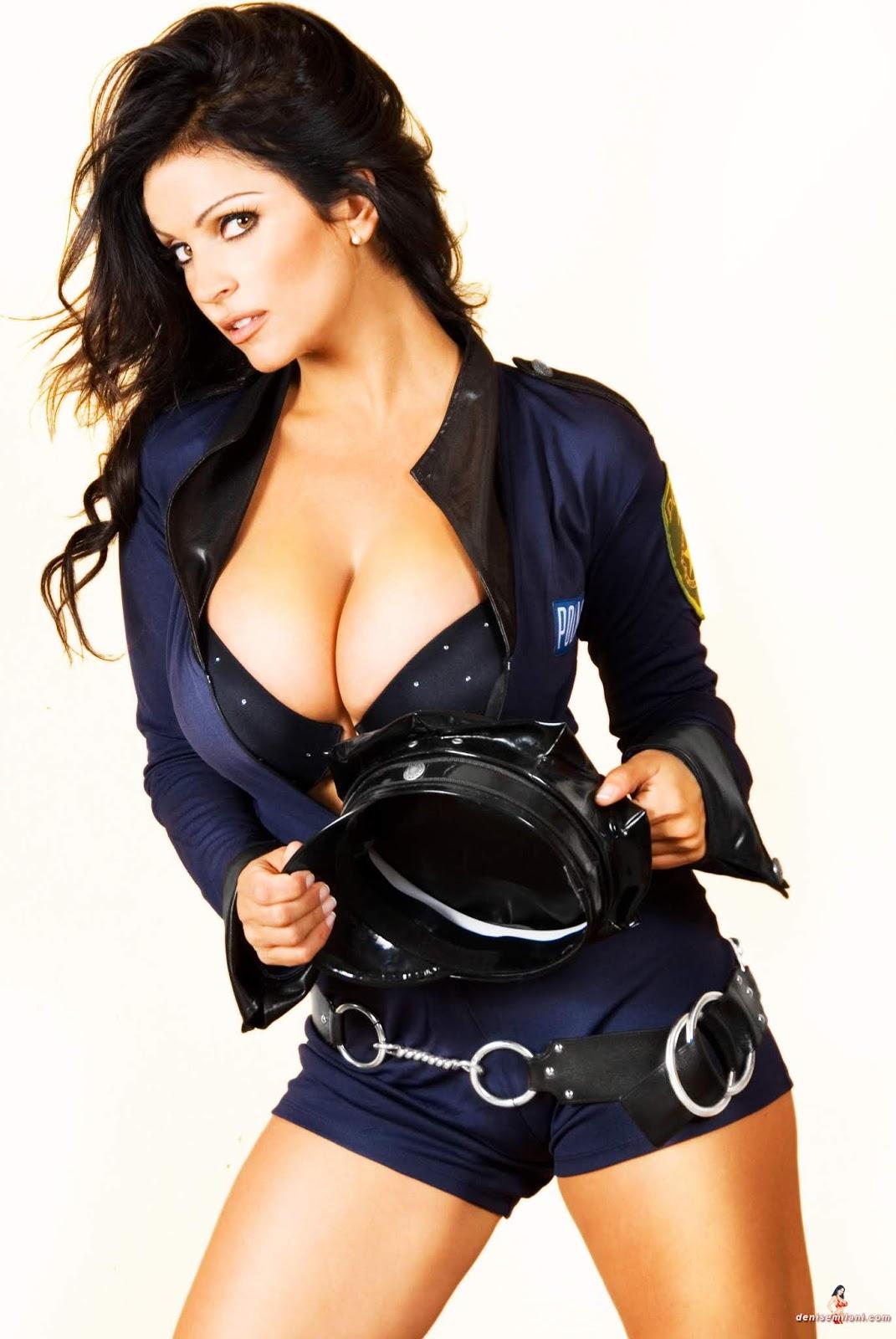 Эро фото девушки в полицейской форме #4