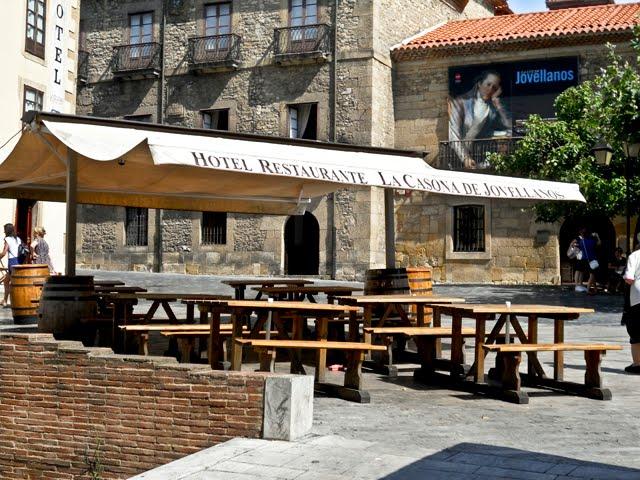 b39fa46405 Ese antiguo y típico barrio de pescadores hoy reconvertido en una sucesión  de sidrerías y restaurantes que hacen la delicia de los turistas.