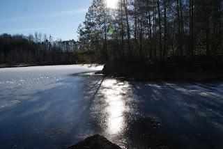 Die Eisfläche der Grube Cox reflektiert die Sonnenstrahlen