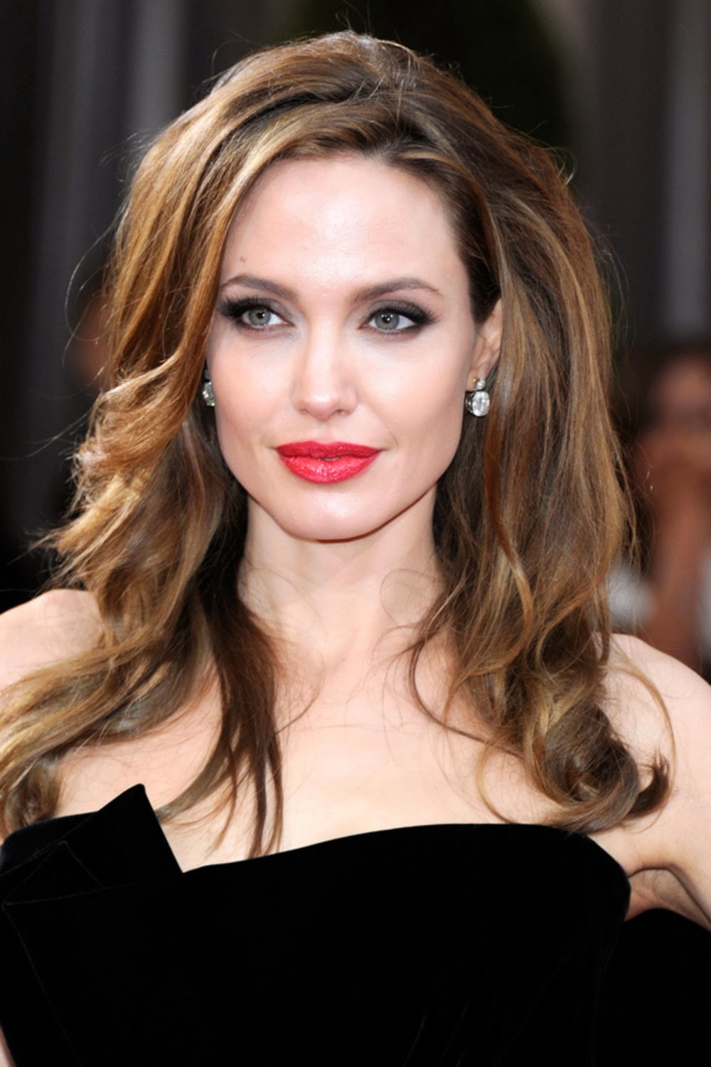 Angelina Jolie Biography| Profile| Pictures| News