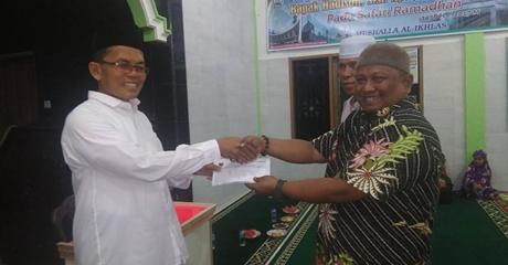 Hadison Serahkan Bantuan Hibah Untuk Mushalla Al Ikhlas Palo Pasa