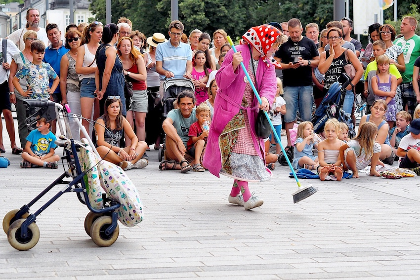 Sari Mäkelä in The Great Granny Show aus Finnland 1