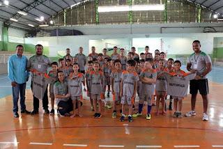 Prefeitura de Cajati entrega uniformes para alunos do Projeto Superação