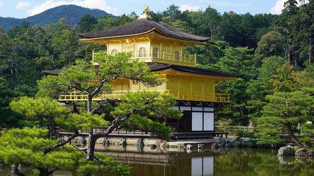 Tempat Paling Romantis di Jepang Kinkakuji