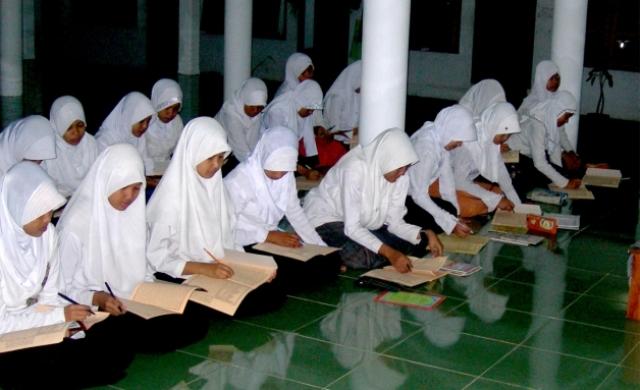 KH Ahmad Munib Syafaat: Full Day School tida bisa Diterapakan di Pesantren dan Desa