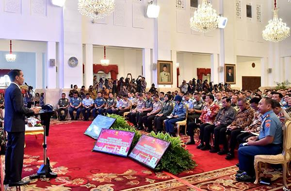 Ajakan Jokowi ke TNI-Polri Bisa Dianggap Melanggar UUD 1945