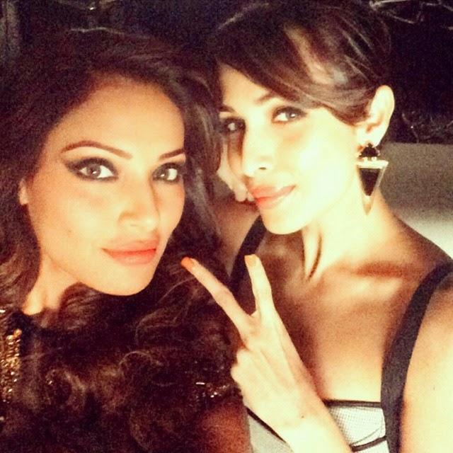 bipasha basu and malaika arora khan take a cute selfie at hongkong 😍😍 girls kinda have fun everywhere, with lovely malaika:) by @bipashabasu   rep ost , bipasha basu , malaika arora khan , @malaikaarorakhanofficial hong kong , selfie ,world selfie , pico t theda y , photo of theda y , bollywood report , @bollywoodimages insta bollywood , @bollywoodreport, Bipasha, Malaika, Hrithik Party in Hong Kong