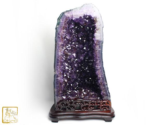 紫晶洞紫度高帶鈦晶