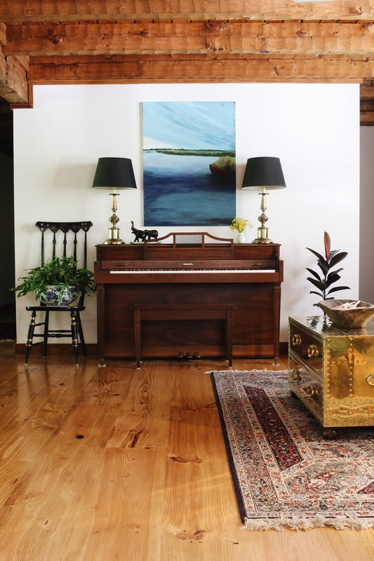 log-home-beams-pine-floor-piano