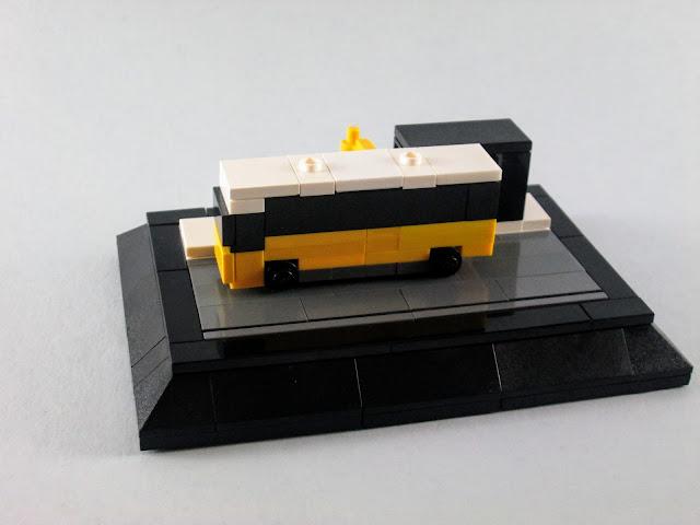 MOC LEGO Autocarro da CARRIS e paragem