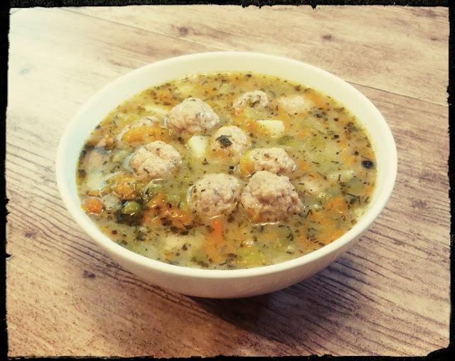 Zupa jarzynowa z pulpecikami zupa warzywna zupa z jarzyn