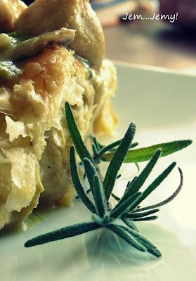 Kurczak pod ciastem francuskim